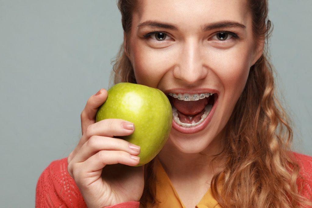 woman eating apple